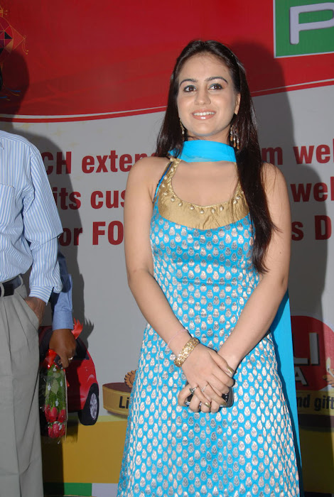 aksha at pch bumper draw event, aksha photo gallery