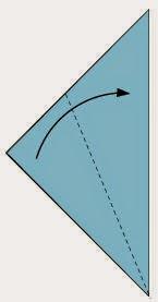 Bước 2: Gấp chéo lớp trên cùng của tờ giấy vào.