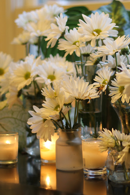 white daisies as party decorations