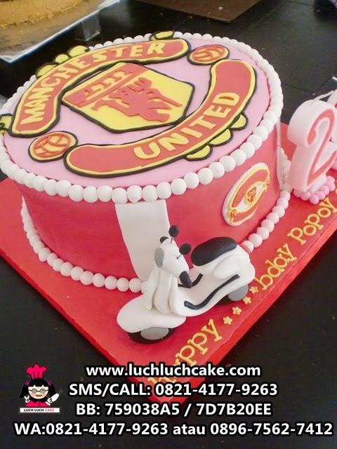 Kue Tart Manchester United dan Vespa fondant Daerah Surabaya - Sidoarjo