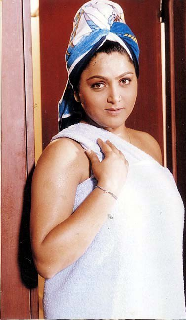 Late kushboo hot pictures would love