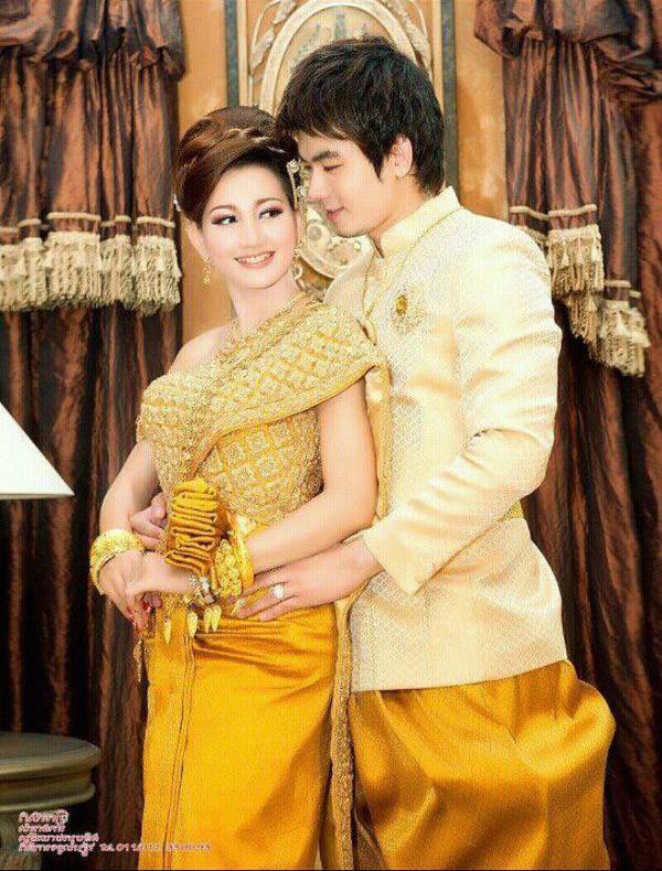 Khmer Star Eang Vichai And Hin Channiroth In Khmer Traditional Wedding Dress