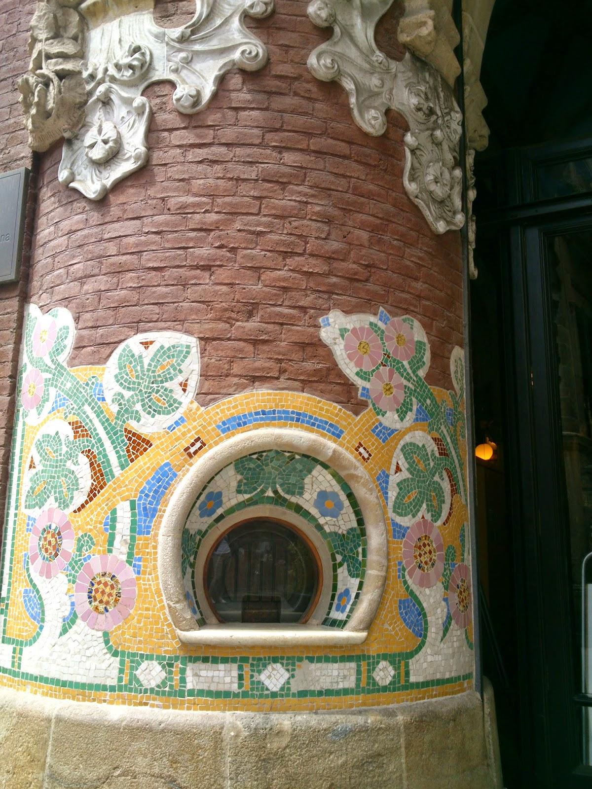 Taquilla amb trencadís Palau de la música Domènech i Montaner