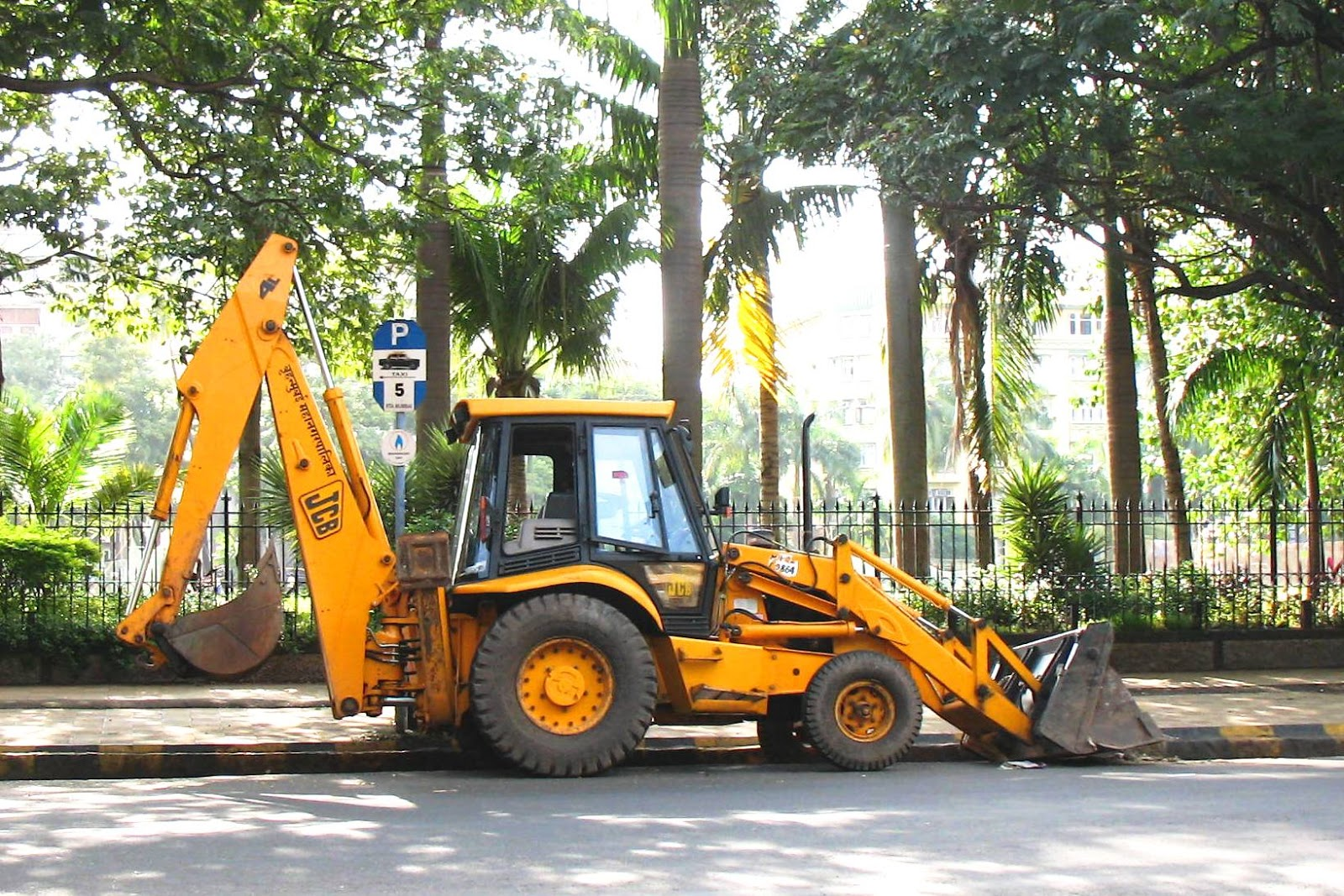 JCB excavator in the streets of Mumbai