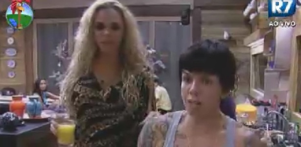 Léo Áquilla e Penélope Nova conversam sobre sexualidade na sede (Foto: Reprodução/Record)