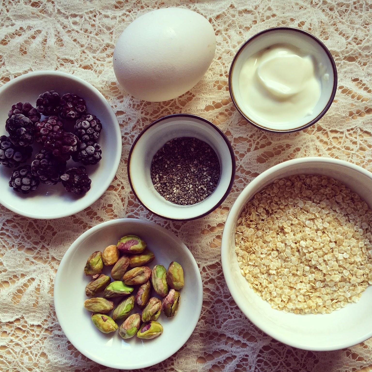 gâteau flocons de quinoa mûres pistaches