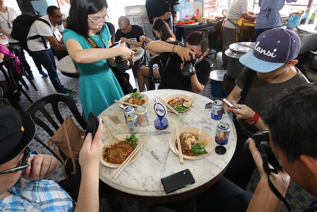 Bloggers and street food