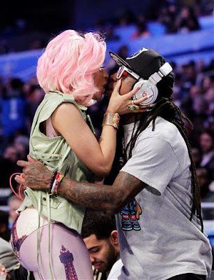 Lil Wayne beijando Nicki Minaj