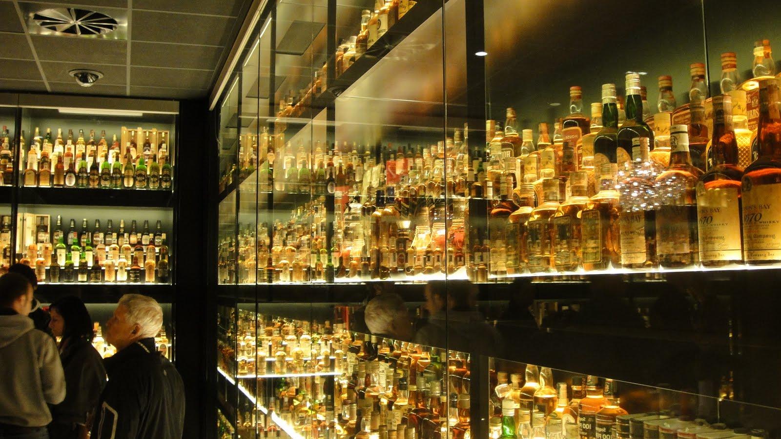 Edinburgh & Edinburgh Castle. Scotch Whiskey Taste Experience.