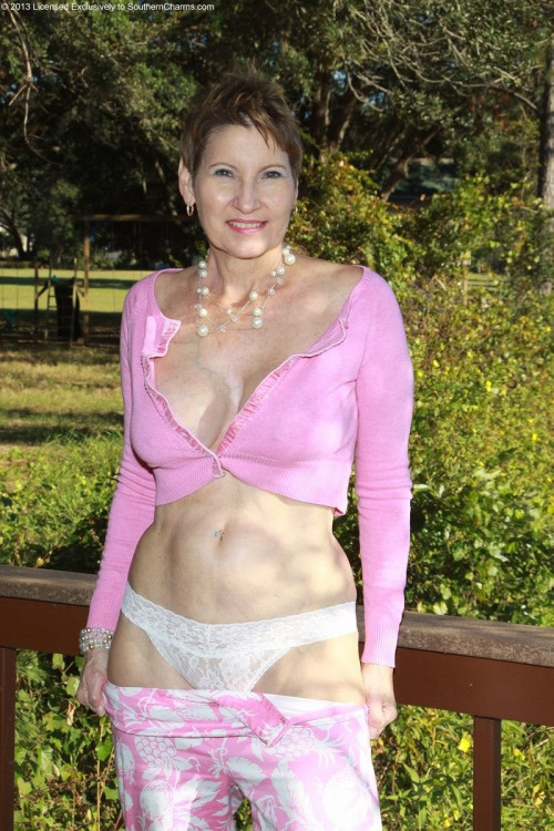 Mature Women In Pantyes 70