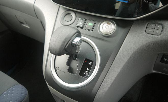Nissan e-NV200 gearshift