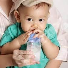 Cara Mencegah Kerusakan Gigi Akibat Penggunaan Botol Susu pada Bayi
