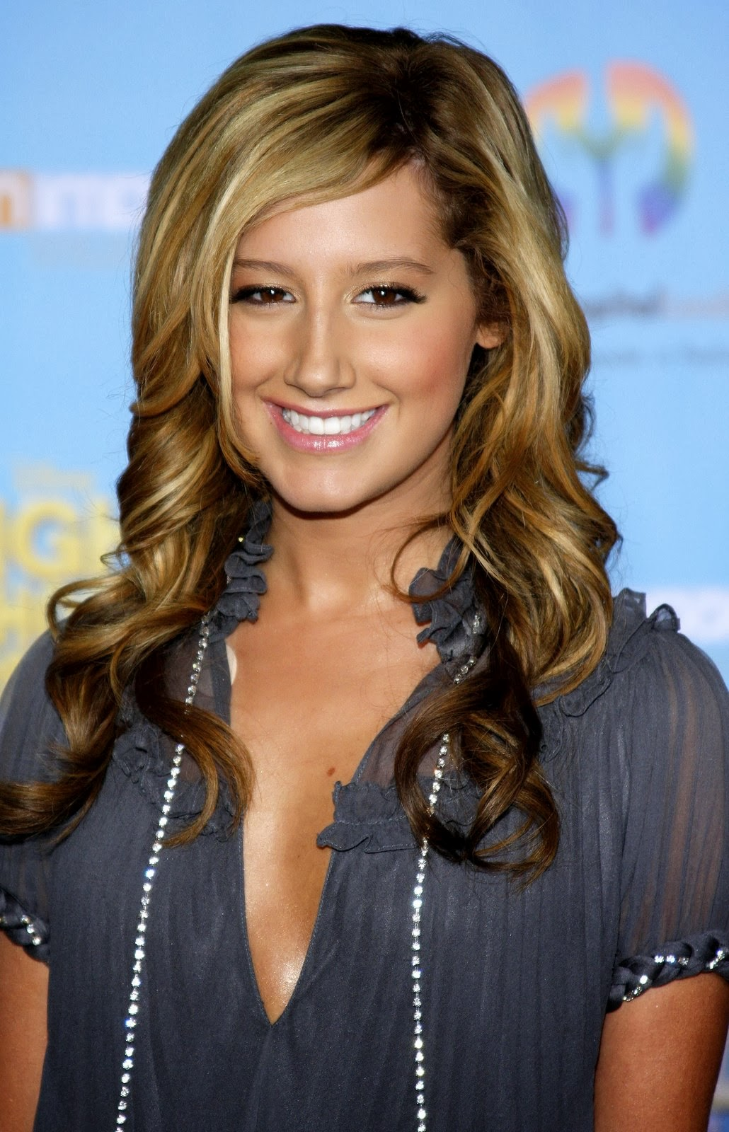curly hairstyles for long hair wavy