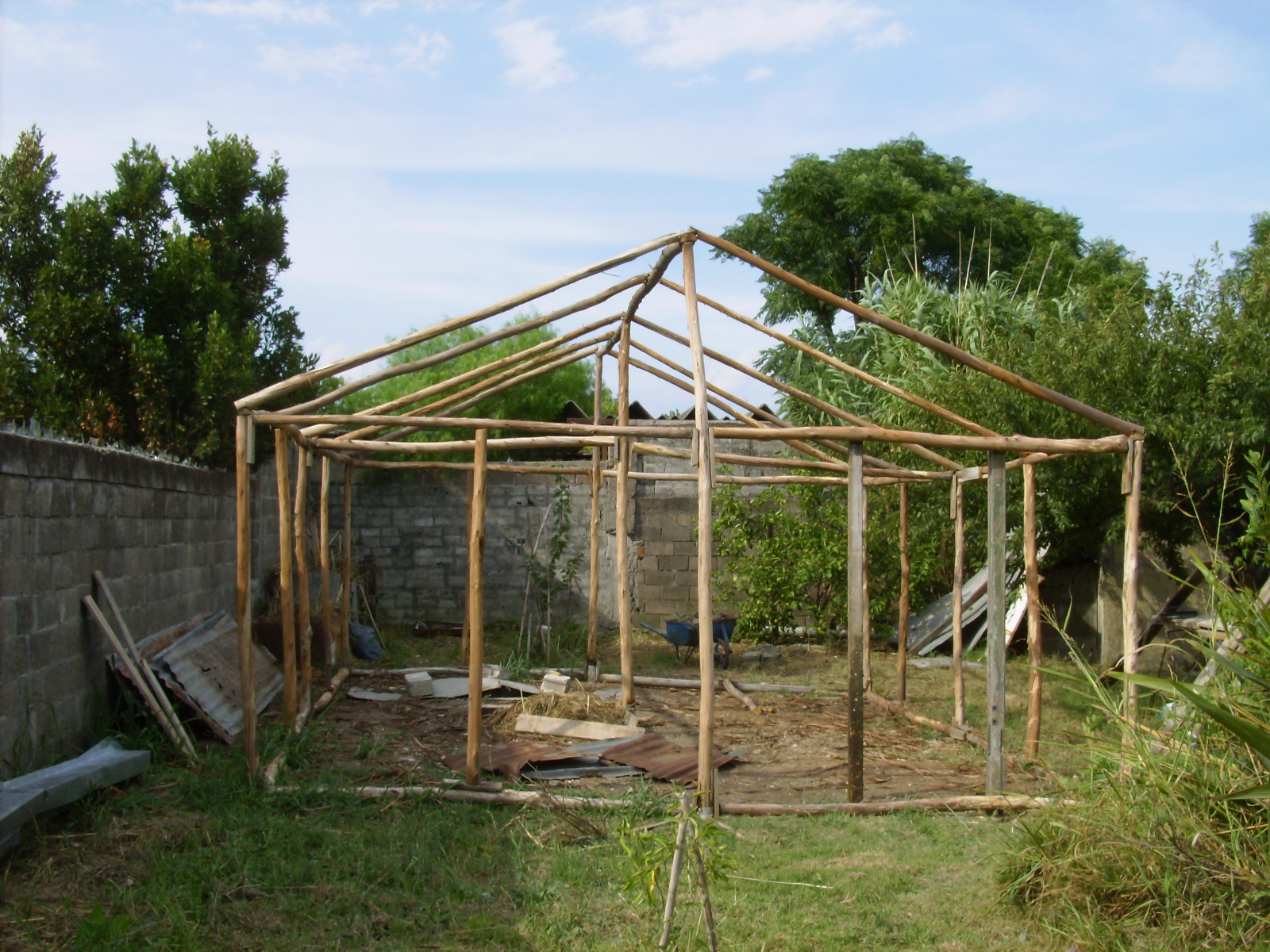 Hermanos de la luz contruyendo nuestro invernadero for Estructura vivero