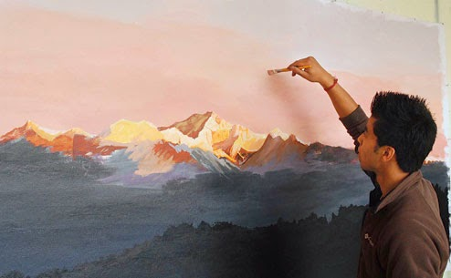 Pankaj Ghosh paints Mount Kanchenjungha at Chowrasta in Darjeeling on Sunday. Picture by Suman Tamang