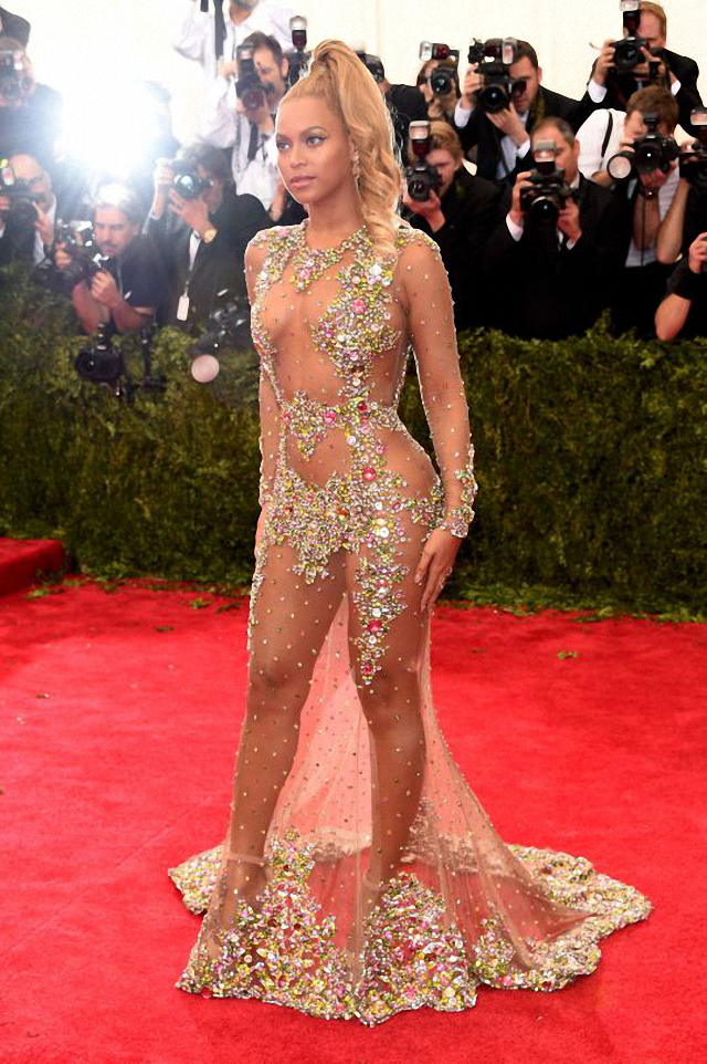 Beyoncé luce un vestido atrevido