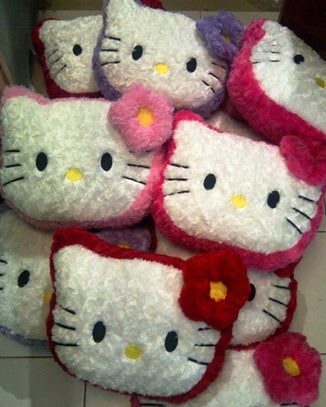 BANTAL KEPALA HELLO KITTY M SNAIL MAWAR