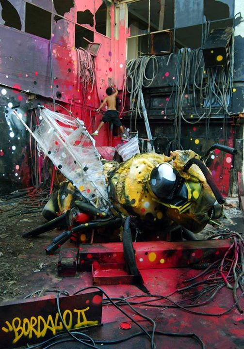 13-Beeg-Bee-Sculptor-Bordalo-Segundo-II-Sculpture-Urban-Camouflage-in-Upcycling-Rubbish-www-designstack-co