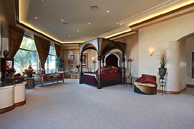King Bedroom Interior Nicolas Cages Former House