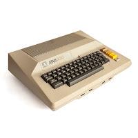 Imagen con un ordenador personal  de 8 bits ATARI 800