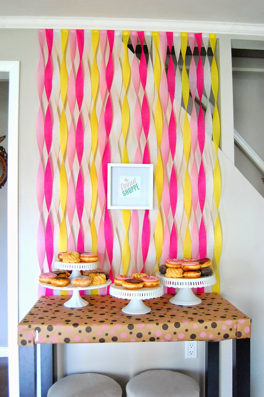Liddy B. and me: Super Simple Streamer Wall Decoration