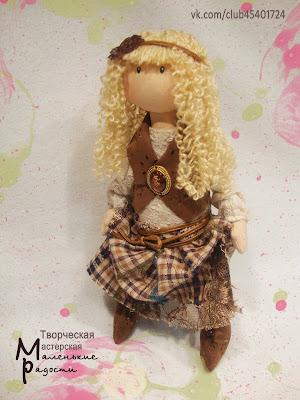 Интерьерная текстильная кукла ручной работы для уюта в доме