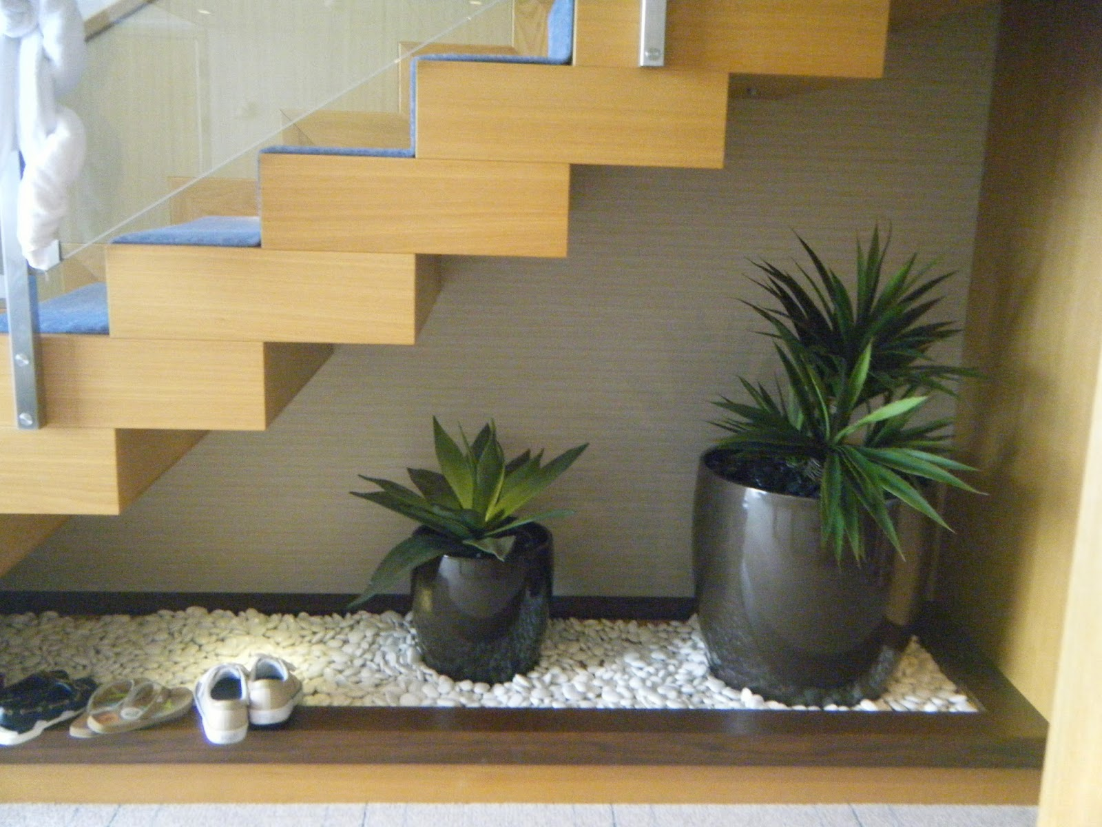 Wanderings and ramblings oasis of the seas stateroom photos for Garden design under the stairs