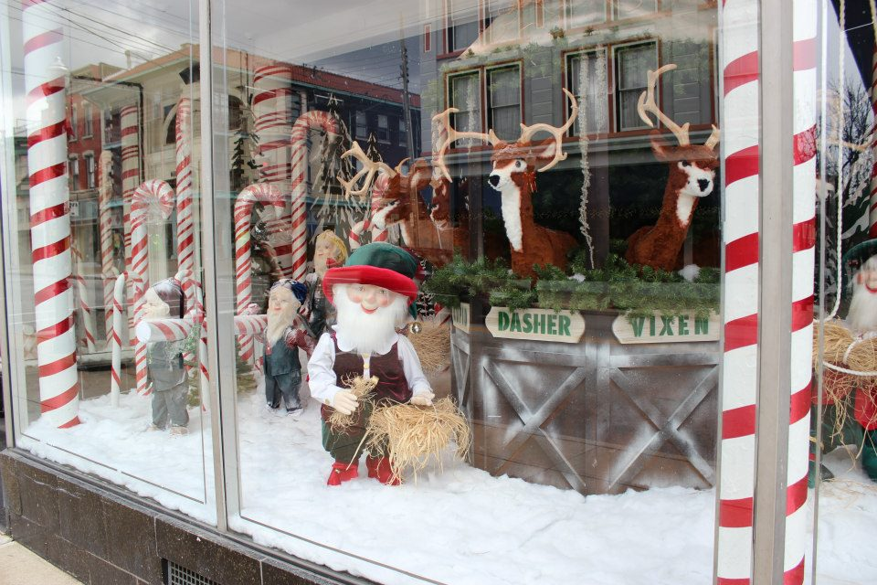 Lyinns Blog Sims Furniture Christmas Window