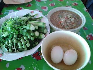 ไข่ไเป็ด ทานกับ ป่นปลาร้า