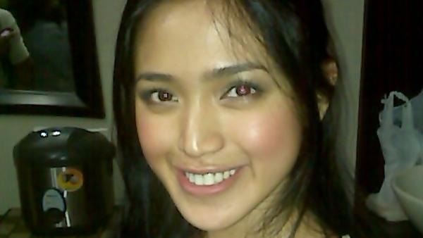 Jessica Iskandar Lebih Suka Foto Pakai Baju