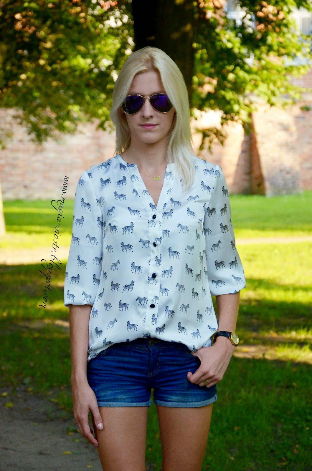 Modna koszula z motywem zebry w stylizacji Magia Sióstr