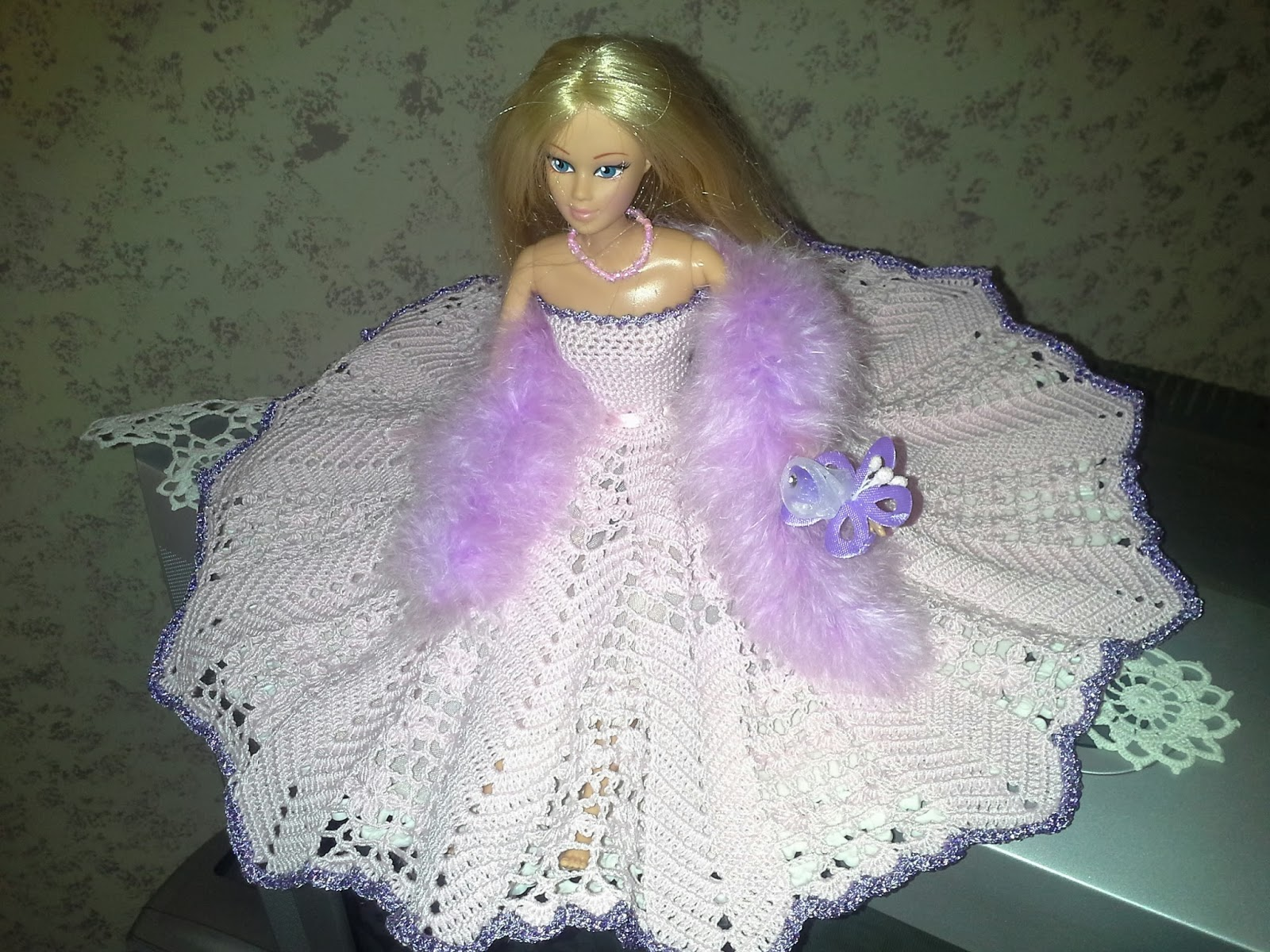 Il Filo Di Costanza Barbie Con Vestiti Alluncinetto Ecco I Miei