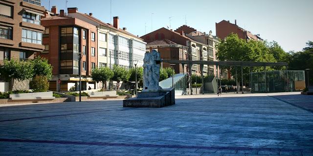 za con escultura sobre susbterráneo refugio atómico, 2012 (cc) Abbé Nozal