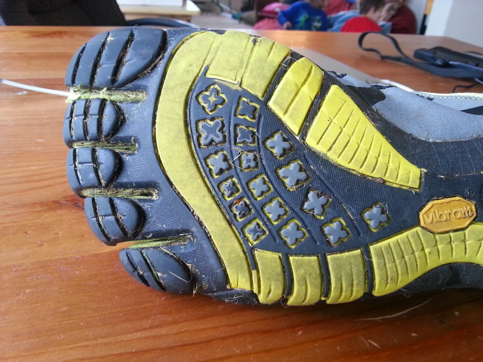 vibram five fingers how to put them on