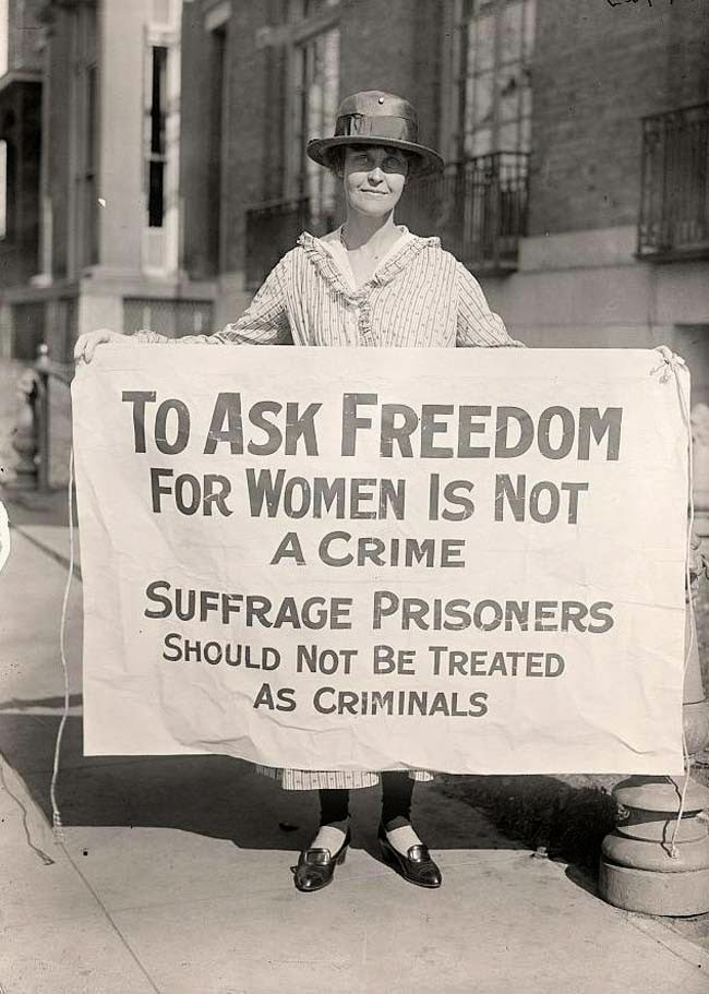 52 photos of women who changed history forever - A woman suffrage activist protesting after