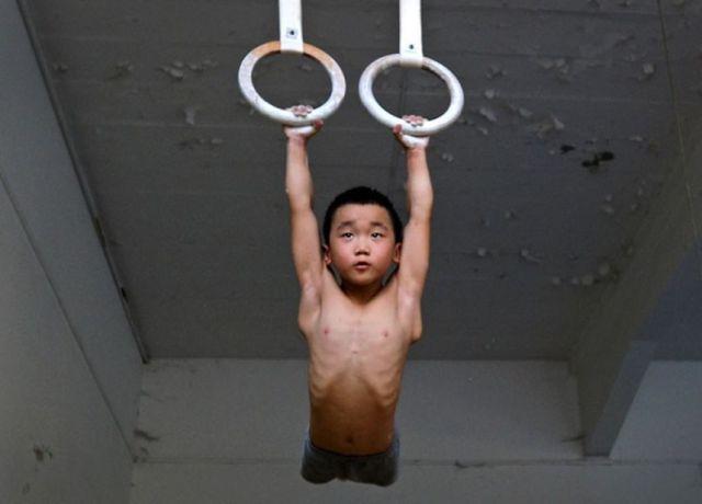 الصين وكيفية صناعة الأبطال الألومبيين China-gymnasium-Olympic-children-14