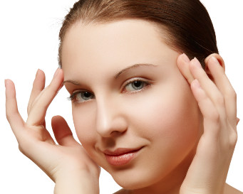 di wajah bukan hanya mengganggu tapi juga menghilangkan rasa percaya diri seseorang Cara Alami Menghilangkan Flek Hitam Pada Wajah