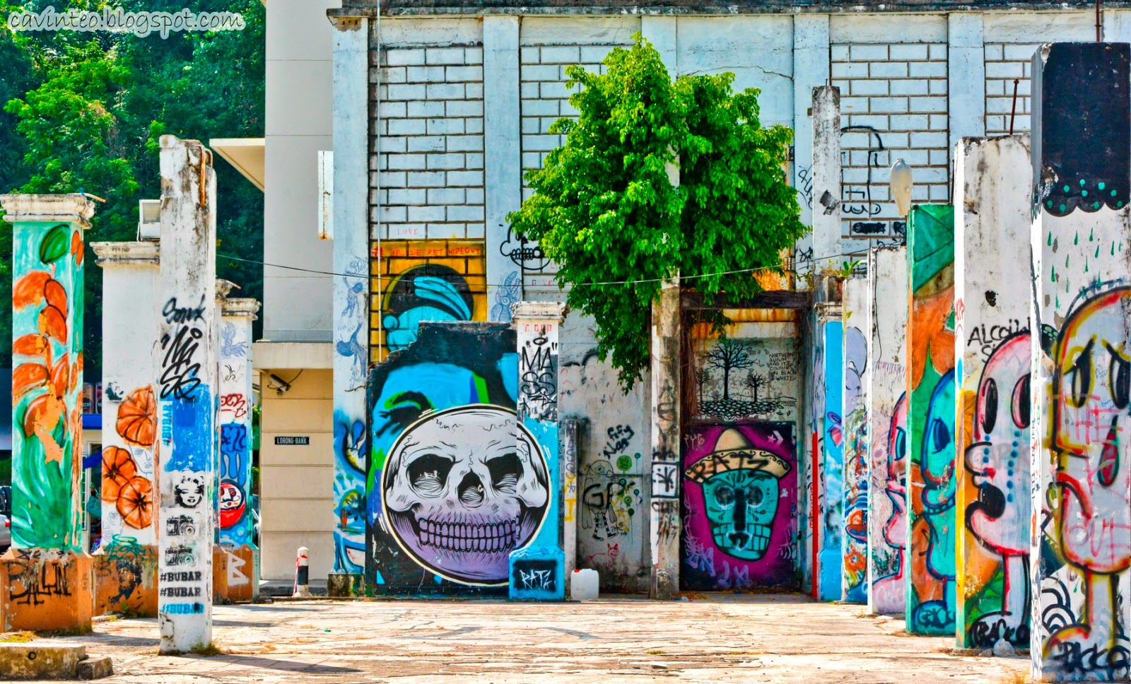 Graffiti House Across Suria Sabah The Arena For Colourful Street Art Click Here For The Separate Posting
