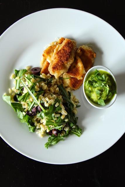 Mozzarellasticks, Erbsen-Minz-Dip und Kräuter-Zartweizen