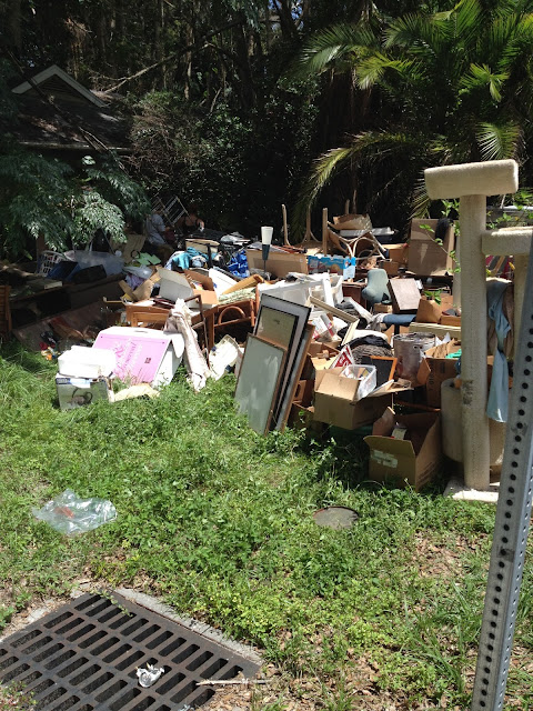 hoarders-house-mess