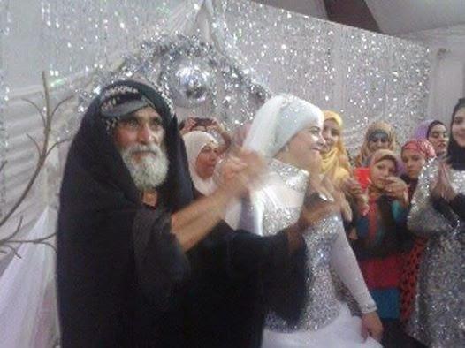 الملقب بـ أبو الثوار يظهر فى زفاف ضابط ..