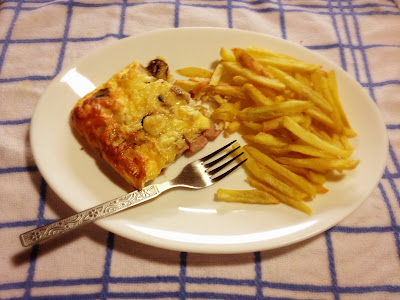 gluten free quiche and chips