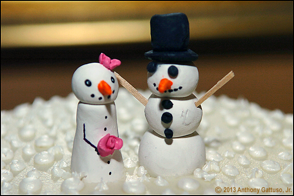snowpeople caketoppers via www.bellaandblackstone.com
