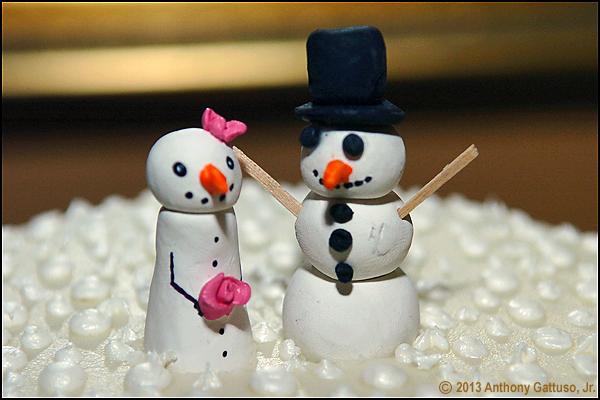 snowpeople caketoppers via www.bellaandblackstone.com