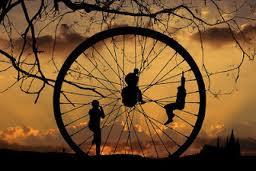 http://www.santinabila.com/2012/11/hidup-seperti-roda-berputar.html