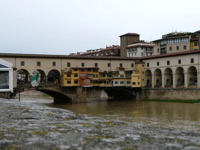 Widok na most Ponte Vecchio