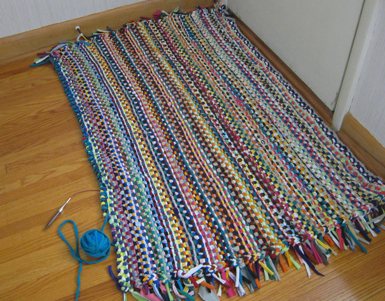 Fabuleux Prairie Peasant: T-shirt Yarn Rug Progress OJ87