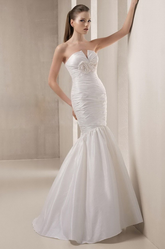 Elegant mermaid wedding dresses world of bridal for Wedding dresses for small breasts