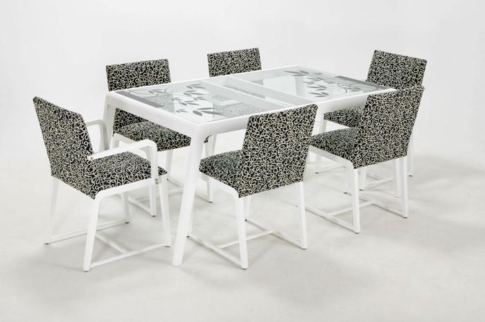 Indigo muebles mesas y sillas en madera for Mesa y sillas madera