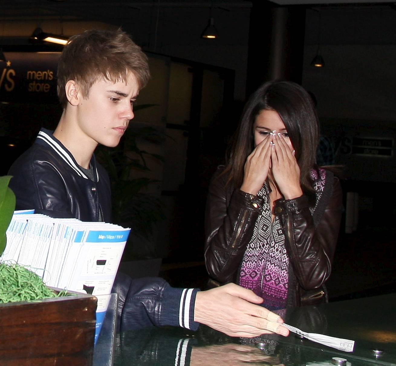 http://2.bp.blogspot.com/-F9JshexT0vs/Tmt0mSferHI/AAAAAAAAASk/6D-ghckgOeM/s1600/Justin+Bieber+2011+Wallpaper+3.jpg